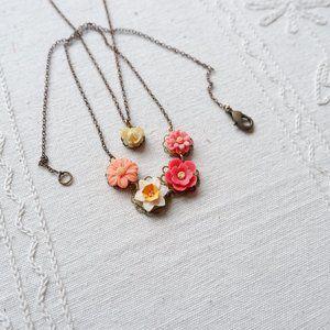 🐝  Flower Pendant Necklaces Set